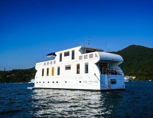 WT Houseboat